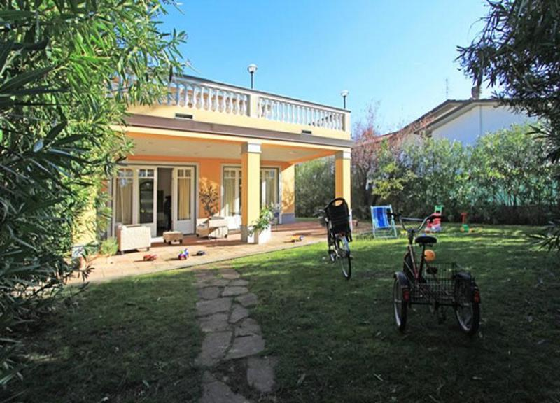 View of bicycle and tricycle - Villa Splendido - Forte Dei Marmi - rentals