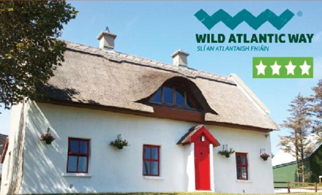 Self Catering Donegal on Wild Atlantic Way - Teac Chondai Thatched Cottage - Donegal Thatched Cottage - 4 Star Approved - Dungloe - rentals