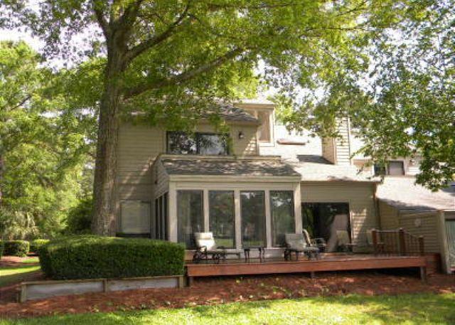 Twin Oaks 195 - 2BR/3BA Villa has Splendid Views of 10th Fairway, Clubhouse, and a Lagoon - Hilton Head - rentals