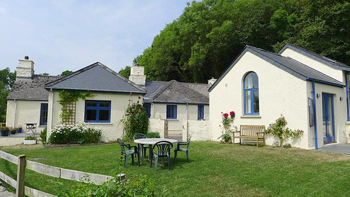 Pet Friendly Holiday Cottage - Penwaun, Nevern - Image 1 - Pembrokeshire - rentals