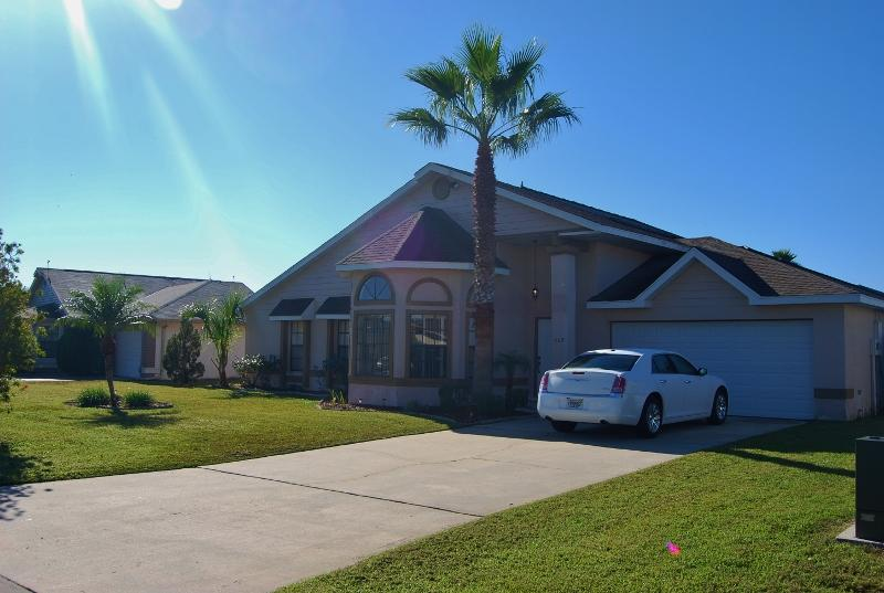 409 OC  3 Bdrm, 2 Bath, Wi-Fi, Pool, Lake View - Image 1 - Orlando - rentals