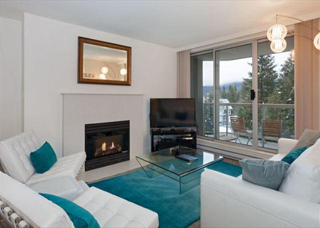 Contemporary Living Area with Gas Fireplace and Flat Screen TV - Woodrun Lodge #511    2 Bedroom + Den Ski-In/Ski-Out Condo, Shared Hot Tub - Whistler - rentals