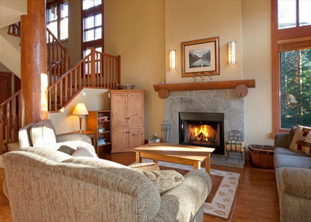 Cozy Living Room with Fireplace, Flat Screen TV and Vaulted Ceil - Taluswood The Heights 17   Whistler Platinum   Close to Ski Access, Hot Tub - Whistler - rentals