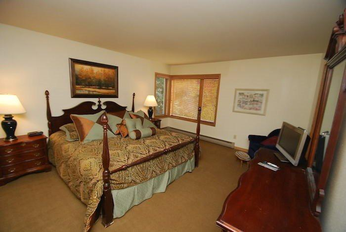 Elegant master bedroom with a king bed - Ski Run Condominiums 201 - Walk to slopes, ski area views, new tile, pool! - Keystone - rentals