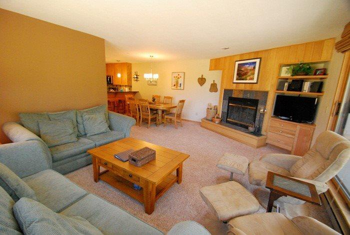 Comfortable living room with wood fireplace and queen sleeper sofa - Ski Run Condominiums 404 - Completely remodeled, walk to slopes, ski area views! - Keystone - rentals