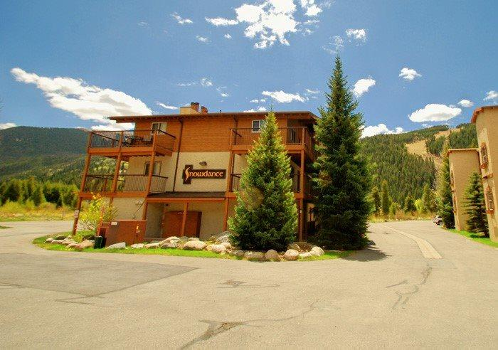 Snowdance Condos surrounded by beautiful mountains and trees - Snowdance Condominiums B104 - Walk to slopes, updated kitchen, Mountain House! - Keystone - rentals