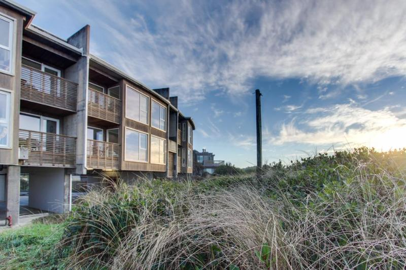 At Ocean's Edge - Image 1 - Rockaway Beach - rentals