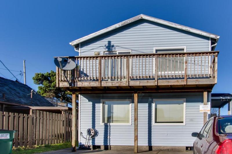 Oceanview, pet-friendly, private hot tub, sleeps up to 16! - Image 1 - Rockaway Beach - rentals