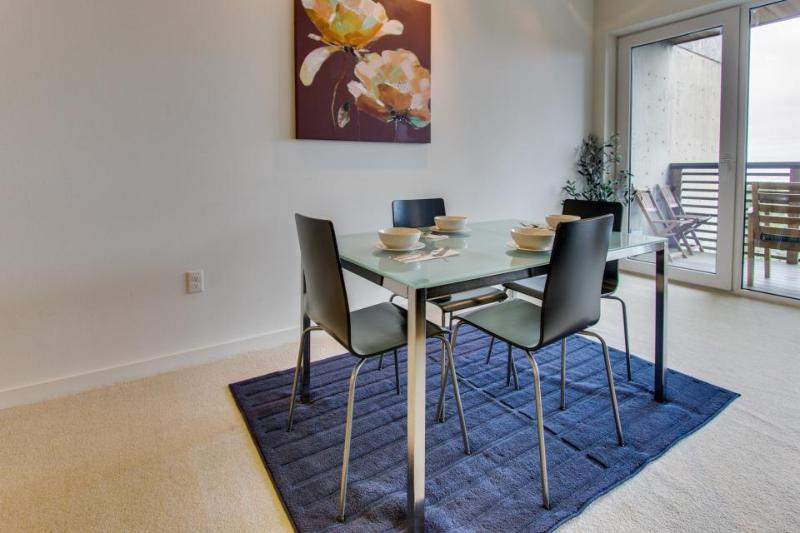 Pet-friendly, modern condo for 6 on beach with views! - Image 1 - Rockaway Beach - rentals
