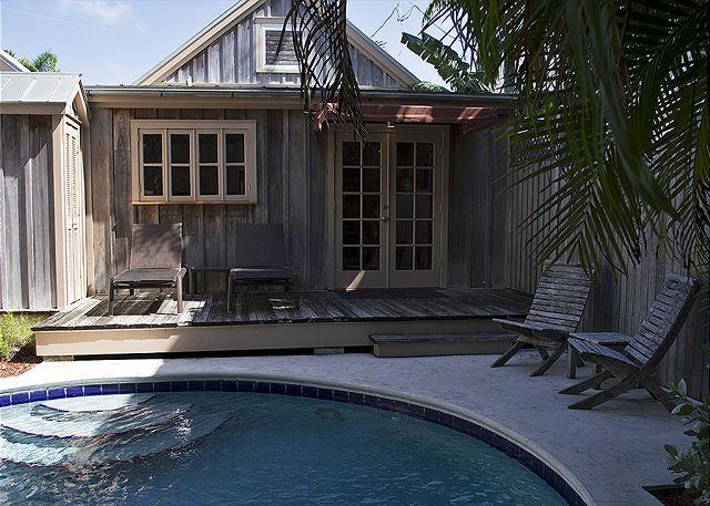 Pete's West Cottage steps from Duval - Image 1 - Key West - rentals