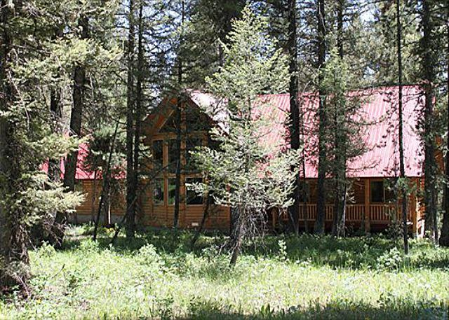 Pine Cone Lodge - Pine Cone Lodge is settled back in the large fir trees. - Island Park - rentals