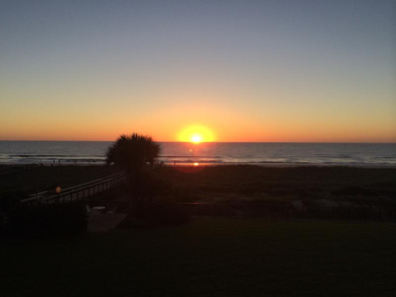 Amazing views of the sunrise  - a great way to start the day! - Renovated! Beachfront with Great Views, extras!!! - Fernandina Beach - rentals