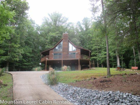 EAGLE MOUNTAIN CHALET- 2BR/2BA- CABIN IN THE COOSAWATTEE RIVER RESORT SLEEPS 6, LOCATED ONE MILE FROM R&r; RIVER RETREAT, POOL TABLE, AIR HOCKEY, GAS GRILL, SATELLITE TV, WOOD BURNING FIREPLACE, WIFI, HOT TUB, AND ALL THE AMENITIES OF THE RESORT! ONLY $15 - Image 1 - Blue Ridge - rentals