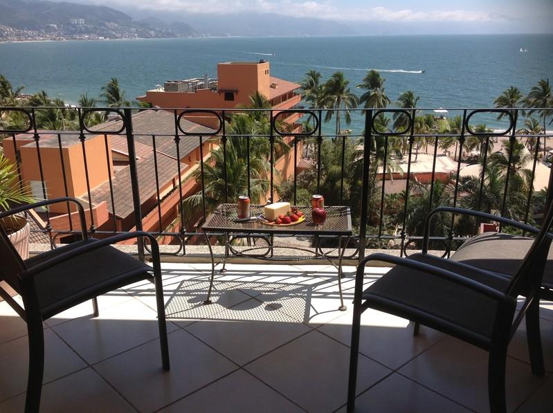 SRT 742 - Casa Papa - Beachfront with lovely views - Beachfront Condo with Ocean views, Pool, Wi-fi - Puerto Vallarta - rentals
