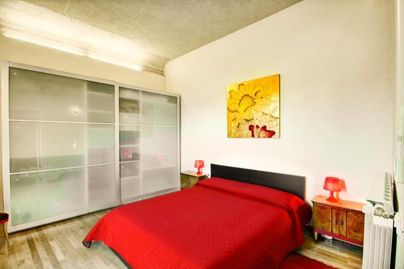 """Camera con letto matrimoniale.  Bedroom with double bed - """"Raffaello"""" lovely apartment in Florence - Florence - rentals"""