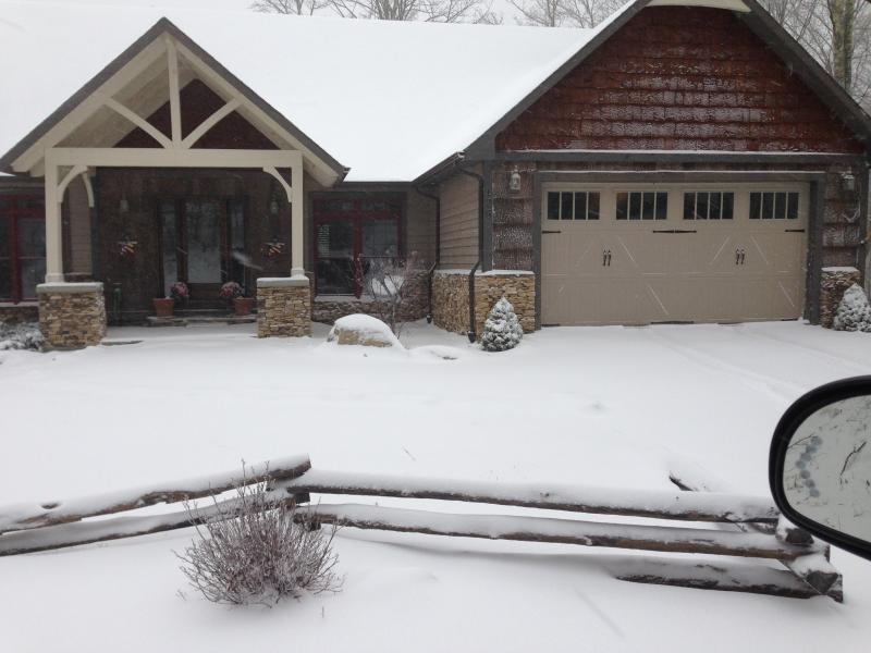 winter front - One Step Entry to Level Living 4BR 2BA - Beech Mountain - rentals