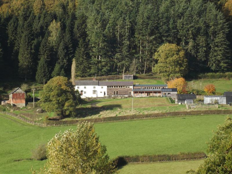 From over the valley - Paradise Farmhouse - Presteigne - rentals