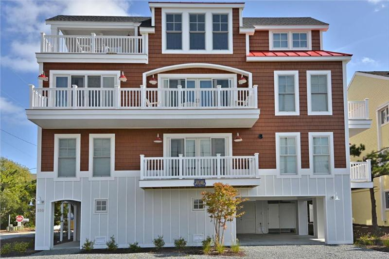 Right Side Unit - Very nice 6 bedroom, 4 1/2 bath townhome located a block to the private beach in Sussex Shores. Great views! - Bethany Beach - rentals