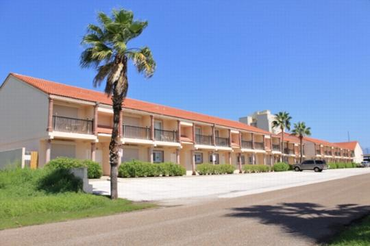 Dolphin 27  Casual townhome style, near the beach - Image 1 - South Padre Island - rentals