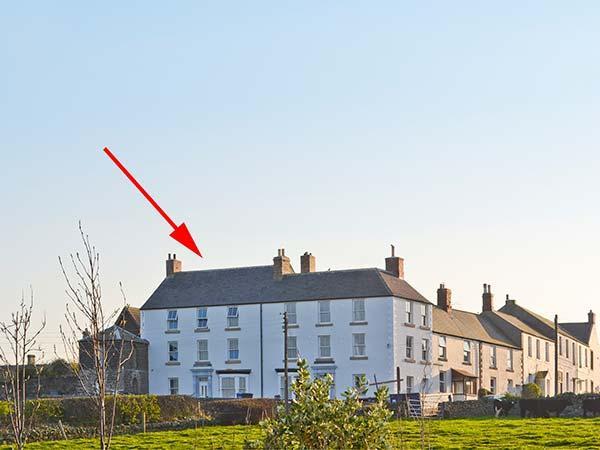 THE LOOKOUT, luxury, en-suites, sea views, Grade II listed watch tower, in Embleton, Ref 20248 - Image 1 - Embleton - rentals