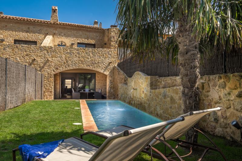 Can Caranta_Aurora's house_Garden Façade - A Splendid XVIII Century House with Garden & Pool - Pals - rentals