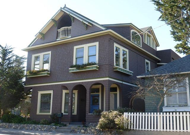 3105 The 17th Street House ~ Beautifully Restored Victorian, Top Floor Master - Image 1 - Pacific Grove - rentals