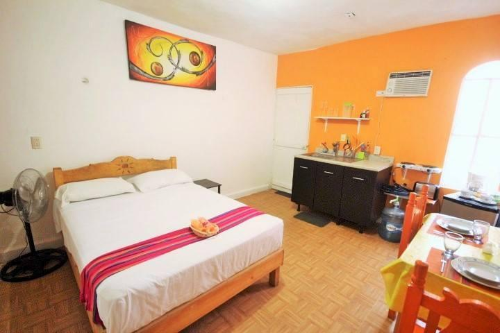Orange Studio 4 blocks from beach! bikes available - Image 1 - Playa del Carmen - rentals