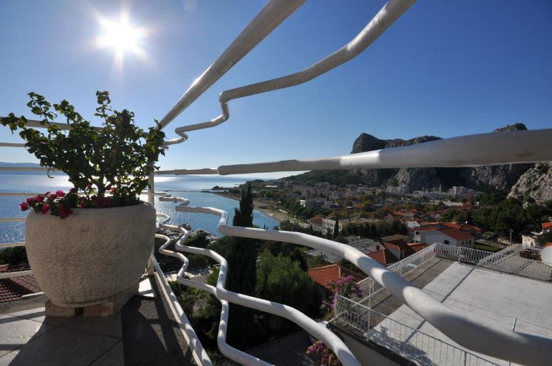 Apartments Roko - 31091-A1 - Image 1 - Omis - rentals