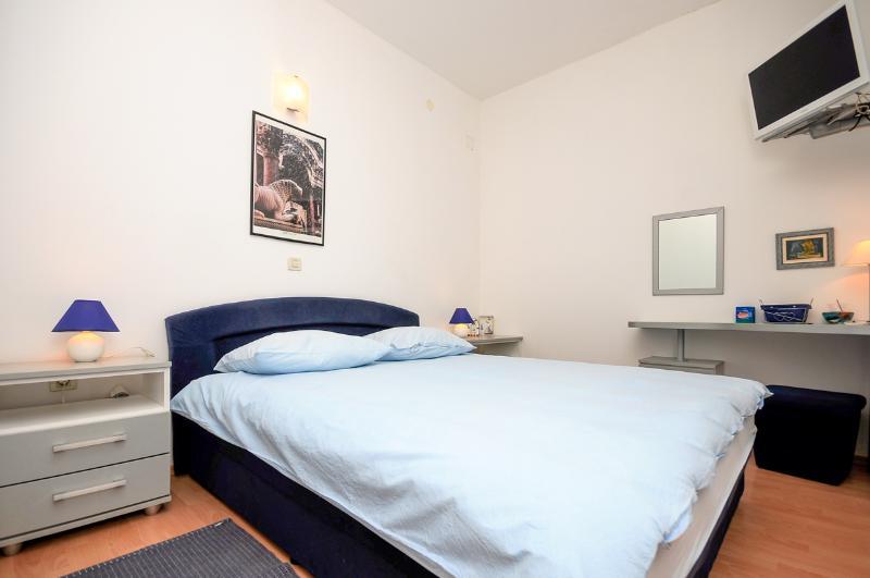 Apartments Renato - 32081-A1 - Image 1 - Kastel Sucurac - rentals