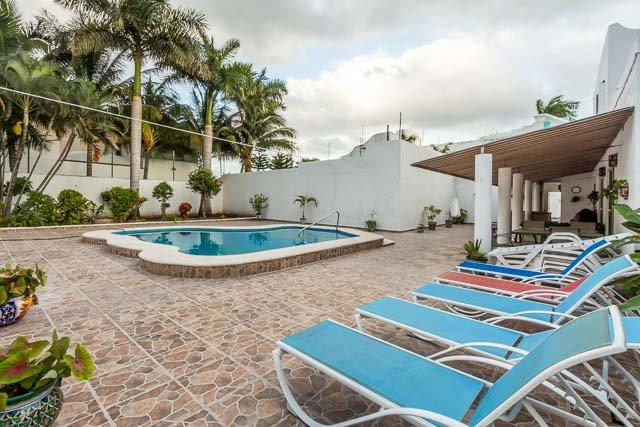 Casa Jen - Large 5BR House, One Block To Ocean, Huge Pool - Image 1 - Cozumel - rentals