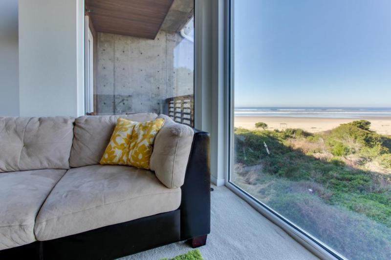 Upscale, pet-friendly beach apartment - close to beach! - Image 1 - Rockaway Beach - rentals