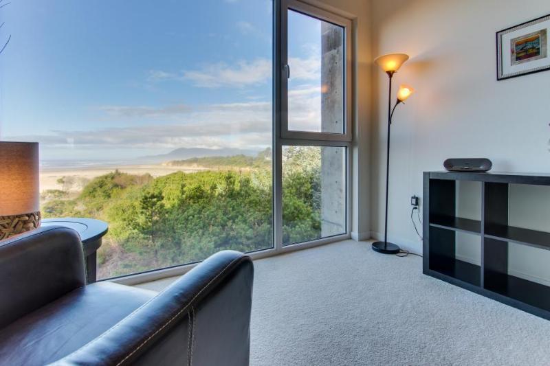 Pet-friendly oceanfront home with great ocean views - Image 1 - Rockaway Beach - rentals