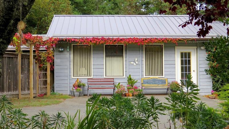Inviting cottage - Suncrest Cottage B&B, ocean view, quiet retreat - Salt Spring Island - rentals