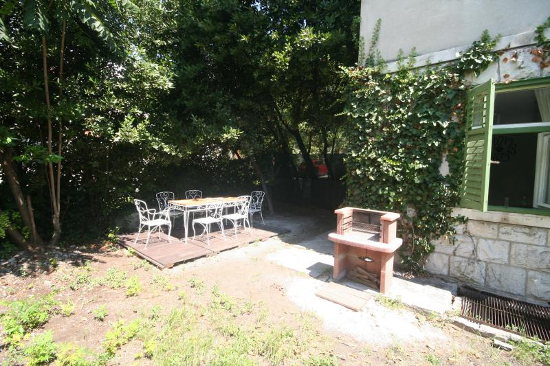 Outside private garden with BBQ - Old-style apartment with garden in center of Split - Split - rentals