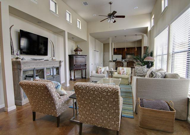 Living - Casa de Miguel - 3BR/3BA Luxurious Beautifully Designed Family Home Soco - Austin - rentals