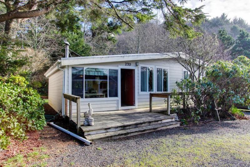 Pet-friendly cottage w/fireplace, walk to beach, hot tub! - Image 1 - Rockaway Beach - rentals