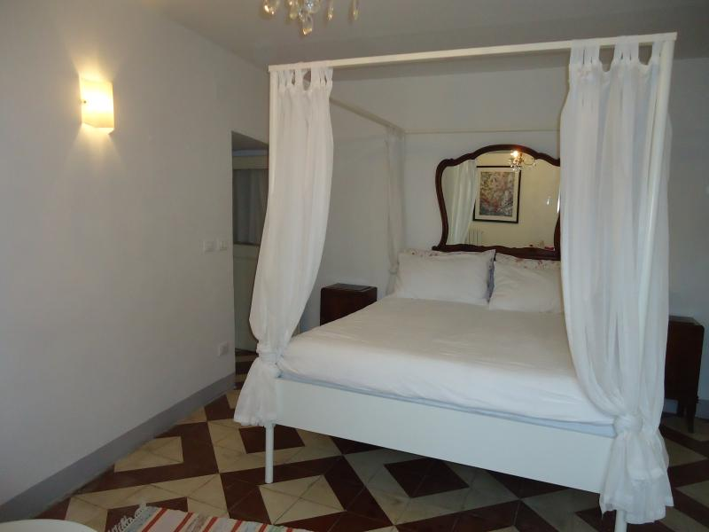 Room Malvasia: Lovely double room with en-suite bathroom with shower and garden view - Art & Breakfast, Ripabottoni room Malvasia - Ripabottoni - rentals