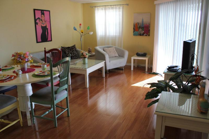 Dining/living aread - Lifestyle on the island - Holmes Beach - rentals