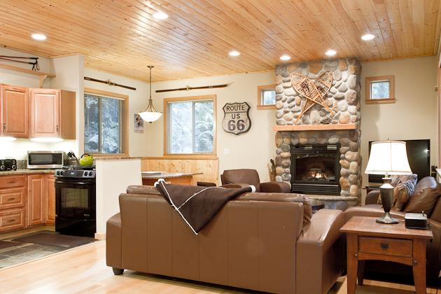 Snowline Chalet, Gated Community, WIFI, Hot Tub, Sleeps 6, Foosball Table, Gourmet Kitchen - Image 1 - Glacier - rentals