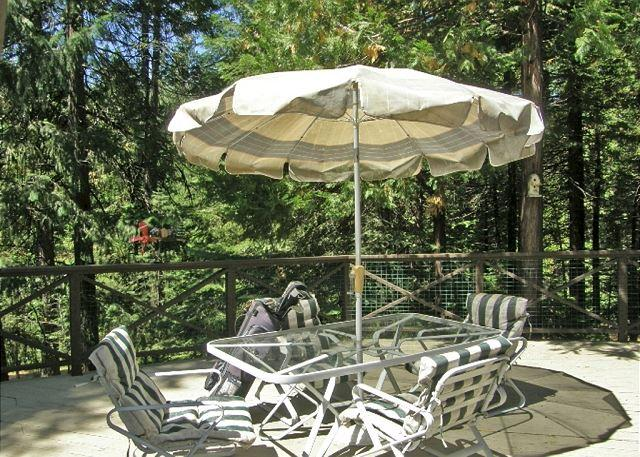 Outdoor Dining - Spacious, Lodge-Style Retreat right off the  Blue Lake Springs Golf Course. - Arnold - rentals