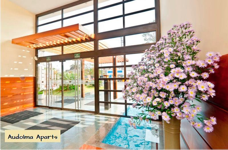 the building entry - Comfortable condo with Club House nice area Mirafl - Lima - rentals
