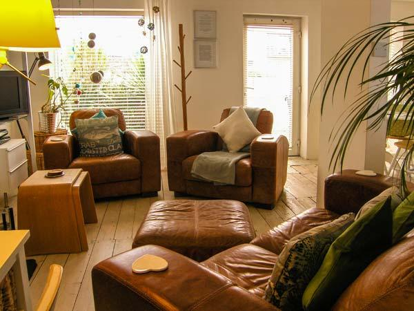 DRIFTWOOD, pet-friendly, with a woodburner and WiFi, in Rhosneigr, Ref 4196 - Image 1 - Rhosneigr - rentals