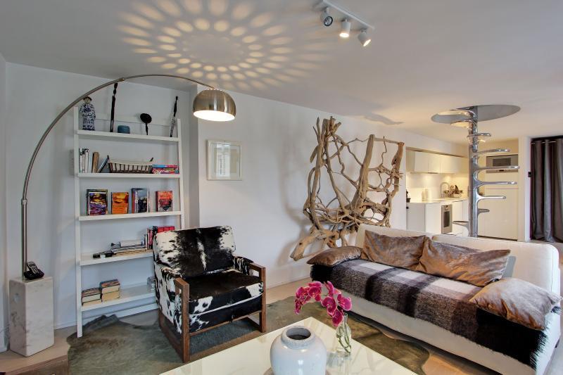 Luxury Property with 2 Bedrooms in St Germain - Image 1 - Paris - rentals