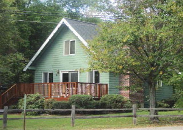 Front of House - Charming Cottage Beach Access Vacation Rental Lake Winnipesaukee (LAL211Bfp) - Moultonborough - rentals
