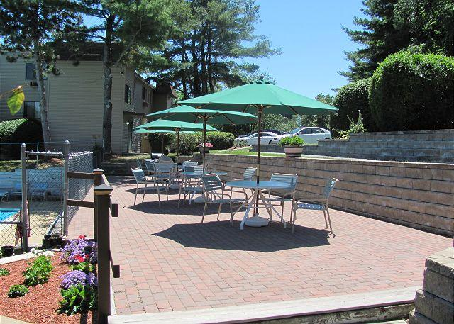 Pool Patio - 2 Bedroom 2 Bath Condominium within Walking Distance of Weirs Beach (FAL111Bf - Laconia - rentals