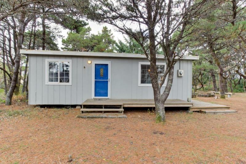 Quiet, pet-friendly cottage tucked in the woods. - Image 1 - Beaverton - rentals