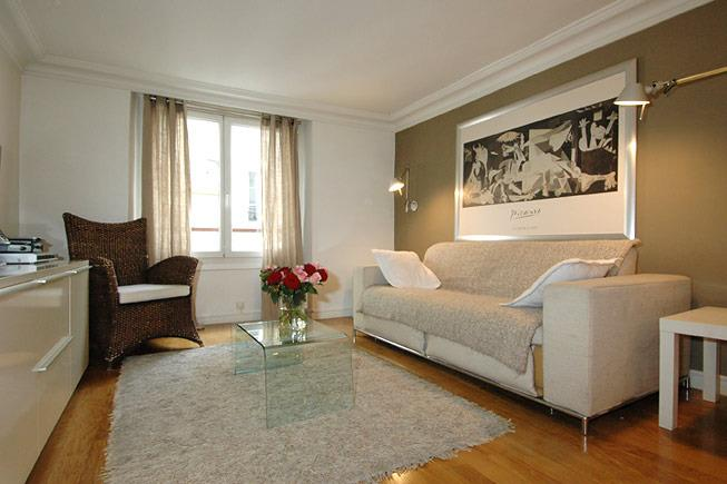 Marais District Vacation Rental at Place Bourg - Image 1 - Paris - rentals