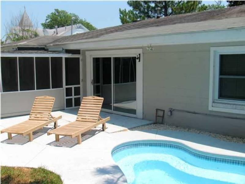 Exterior & Pool - Cottage Off Center - Folly Beach, SC - 3 Beds BATHS: 1 Full 1 Half - Folly Beach - rentals