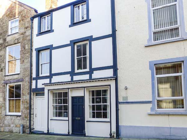PORTH YR AUR BACH, family friendly in Caernarfon, Ref 2744 - Image 1 - Caernarfon - rentals