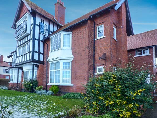 WOODCROFT COURT, seaside location, off road parking, shared garden in Bridlington, Ref 20913 - Image 1 - Bridlington - rentals